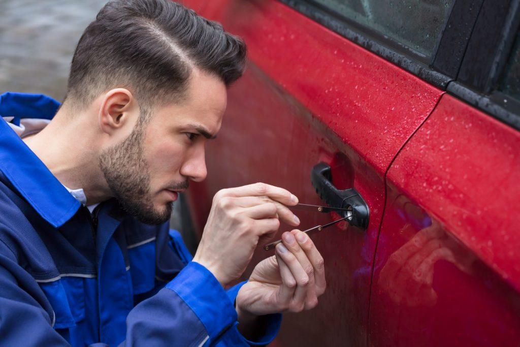 Man-Opening-Car-Door-With-Lock-picker